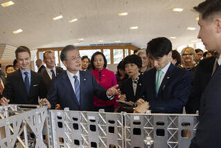 President Mr Moon Jae-in and ICEYE Co-Founders