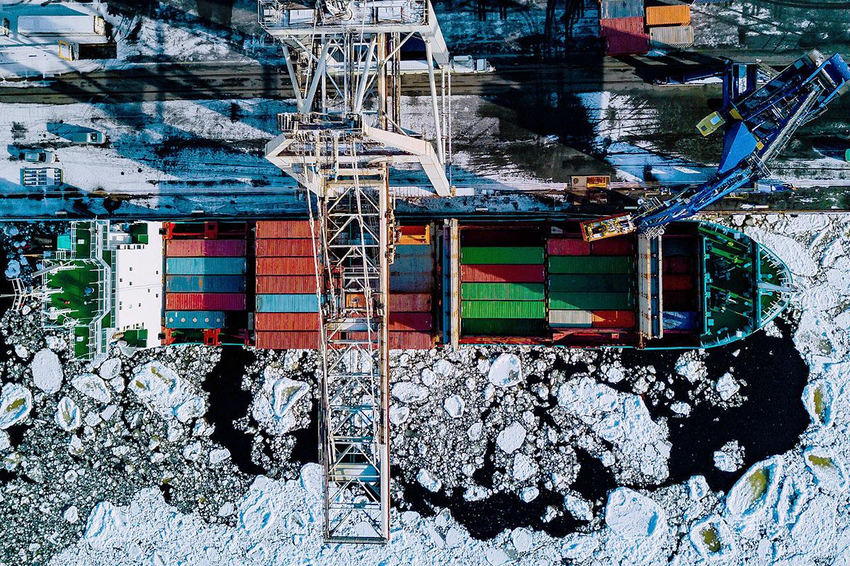 vessel-loading-container-yard-sea-ice.jpg