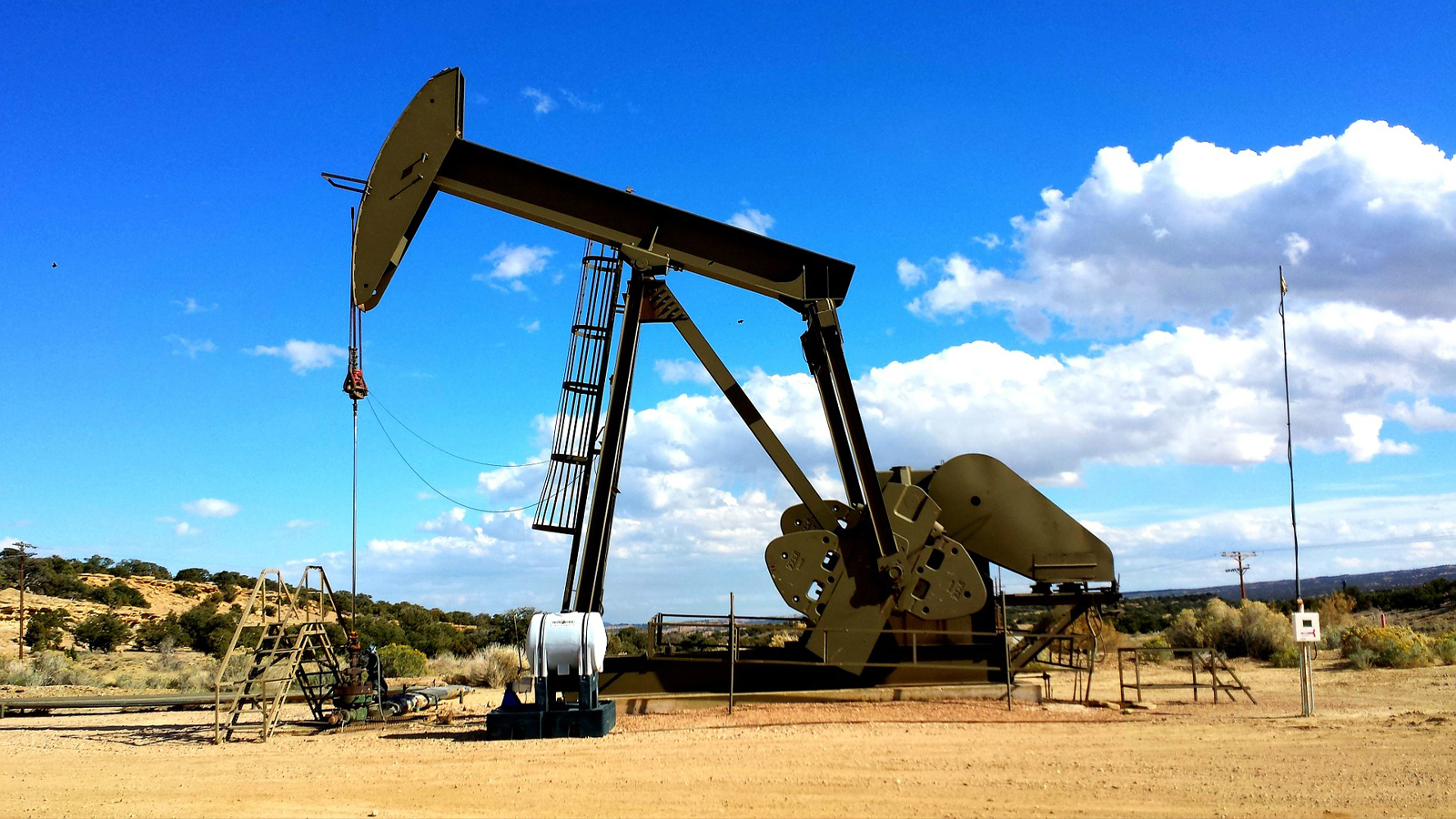 Solutions-Civil_Government-Oil_Production_Site_ICEYE